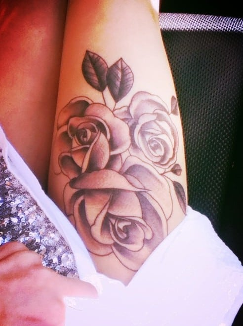 Rose-tattoo-on-thigh