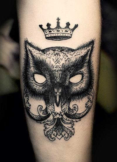 dark-owl-and-crown-tattoo