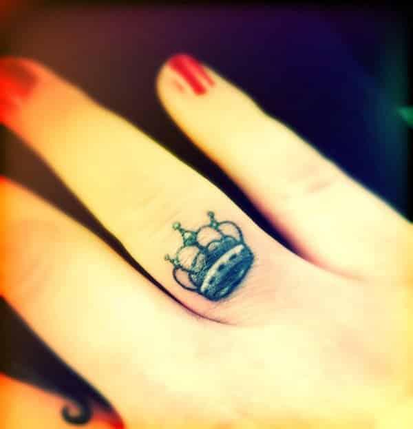 Crown-Finger-Tattoo