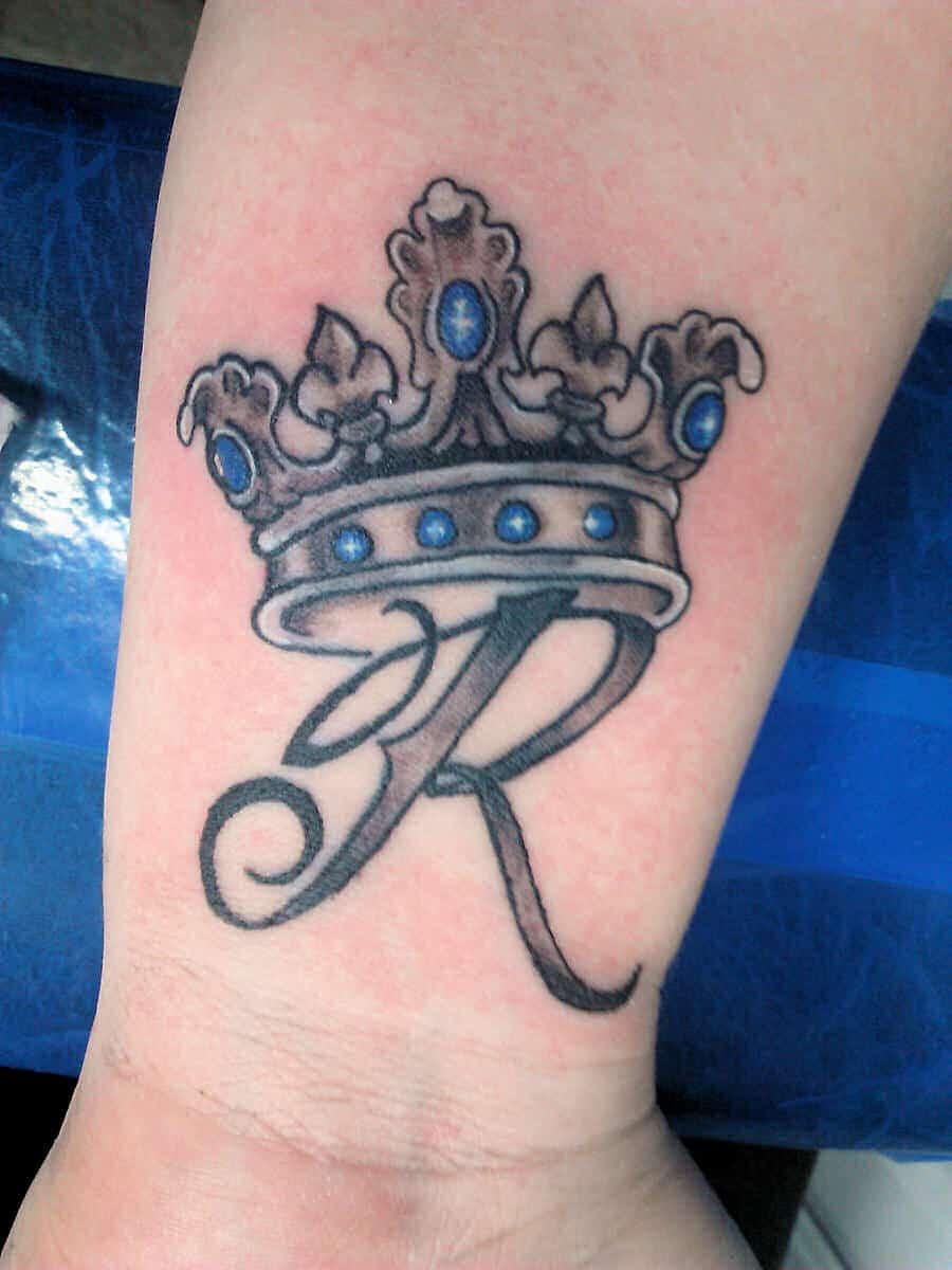 Crown-Tattoo-On-Wrist