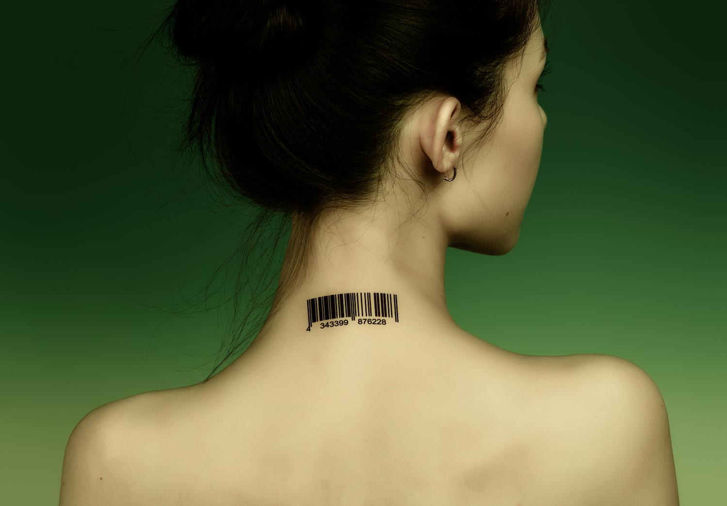 female-Neck-tattoo-motorola