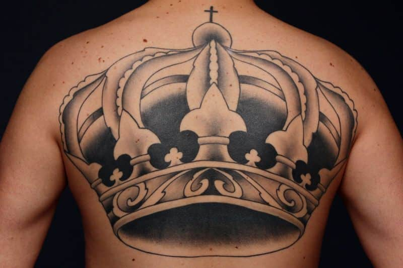 grey ink upperback crown tattoo
